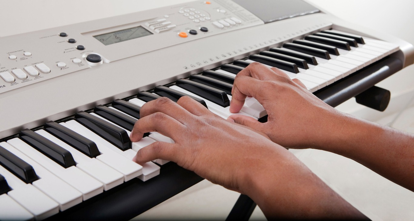 playing-keyboard (Medium)